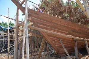 Indonesia Phinisi boat under construction